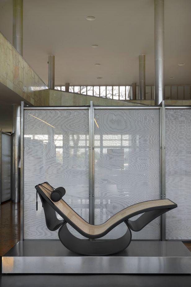 Cadeira de Balanço Rio assinada por Oscar Niemeyer - Crédito Jomar Bragança