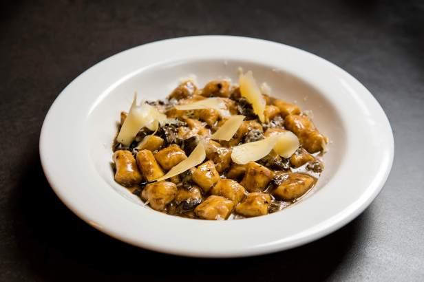 gnochi-artesanal-cogumelos-frescos-e-grana-padano-bento-restaurante-casa-cor-minas-credito-barbara-dutra