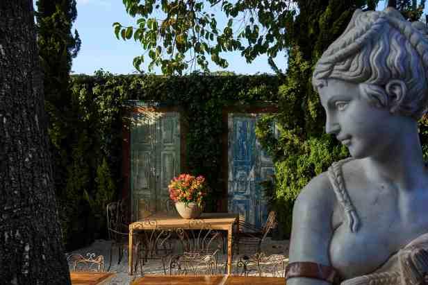 giardino-e-spazio-di-vino-03-droysen-tomich-marcelo-serafim-e-flavia-zambelli-casa-cor-minas-2016-credito-jomar-braganc%cc%a7a