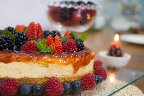 tirolez-cheesecake-de-ricota-fresca-tirolez-com-calda-de-frutas-vermelhas-2