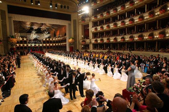 los-debutantes-abrieron-el-baile-de-la-opera